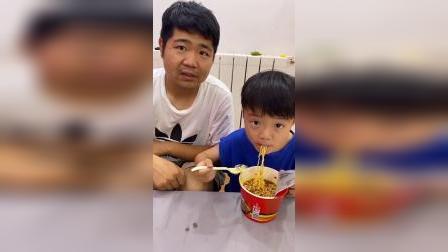 少儿:爸爸我肚子饿了