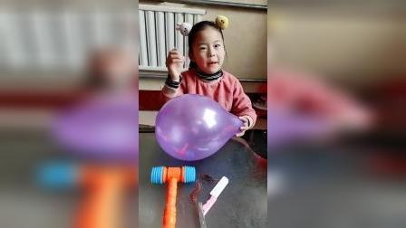 美好的童年:扎破气球,就可以救出小猪佩奇啦