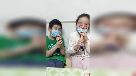 美好的童年:自制面具能吃到火腿肠吗?