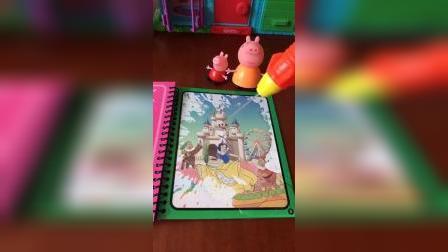 神奇的水画本,猪妈妈也想玩一会