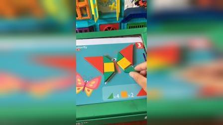 大头儿子用积木拼小蝴蝶