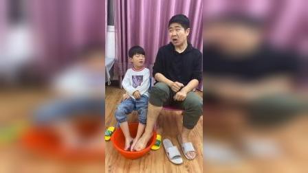 快乐的童年:哥哥的洗脚盆,能洗吗