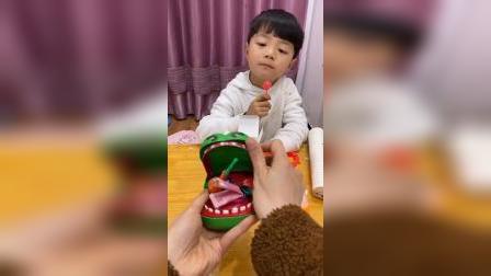 快乐的童年:小猪偷吃了妈妈的口香糖