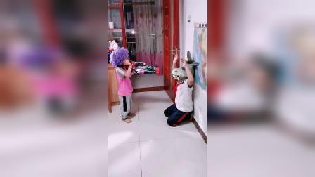 快乐的童年:举起手来,不然我要开枪了