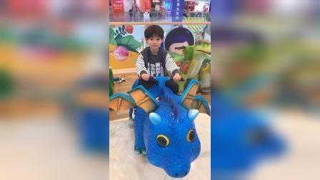 快乐的童年:小意喜欢哪个恐龙呢?