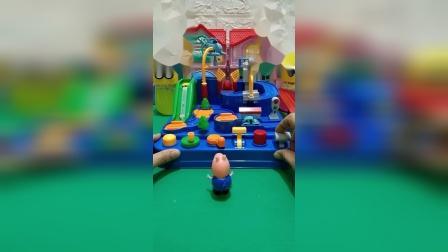 小猪佩奇买了闯关玩具,乔治玩玩具,大头不让玩