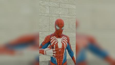 大魔王:蜘蛛侠变身为钢铁侠