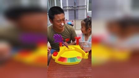 童年趣事:和爸爸一起玩游戏