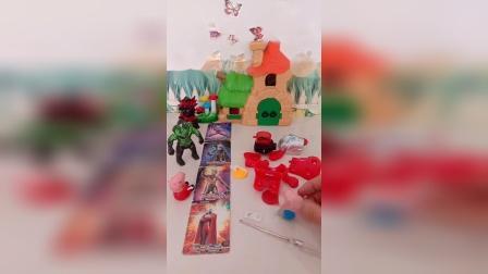 小猪佩奇叫乔治玩卡片,乔治不玩卡片,组装自己的玩具
