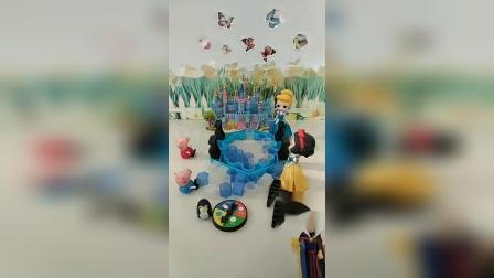 小猪佩奇乔治的玩具坏了,白雪帮忙修玩具