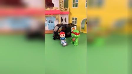 忍者神龟借了辆摩托车,想要哄儿子开心!