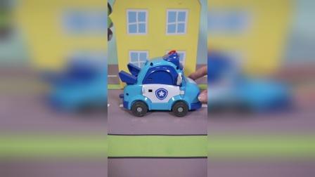 警车的变形玩具