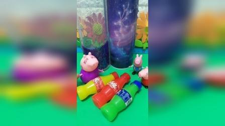 猪奶奶买了玩具,叫佩奇乔治玩,佩奇乔治以为是喝的