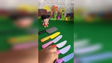 公主玩具屋:小哪吒拿了好多刀