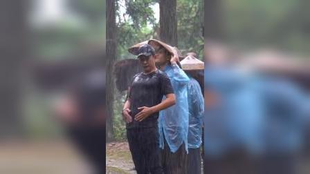 罗晋拍雨戏,淋起雨来开心的像个孩子一样!#江山如此多娇