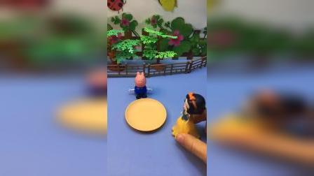 猪妈妈去买菜,让乔治帮忙看着盘子,白雪贝儿以为乔治要饭