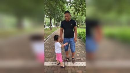童年趣事:跟爸爸一起逛公园喽