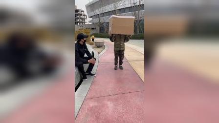 这个神奇的箱子把萌娃装哪去了?