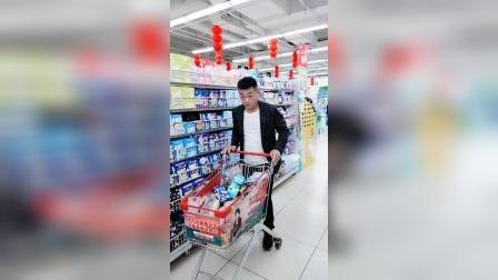 超市看见的一幕,就冲那小眼神,绝对是个疼老婆的好男人