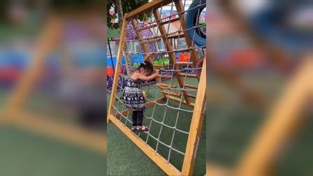 童年趣事:妈妈带我去游乐场玩?