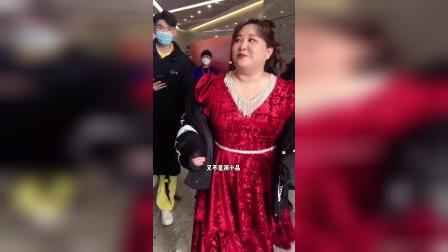 刚彩排完的#贾玲 说道:唱歌跳舞累啥?又不是演小品!