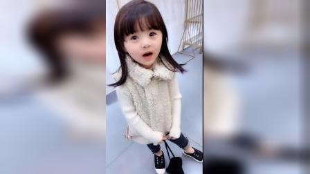 童年趣事:小可爱自己上学没哭,就是把老师弄哭了