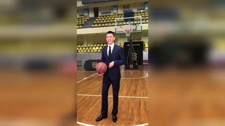 就是他,硬生生的把我从韩剧频道拉回篮球赛场!#杨鸣