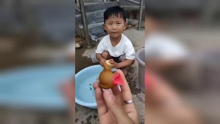 童年趣事:妈妈怎么把小柏林的糖果扔进了水里