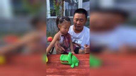 童年趣事:妹妹被鳄鱼咬了