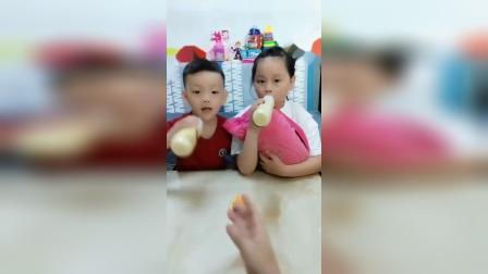 童年趣事:小宝宝饿了呀