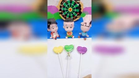 小小趣味玩具故事,大头一家在吃糖