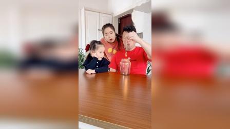 爆笑家庭:女儿实在是看不下去了,哈哈