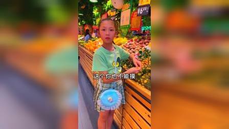 童年趣事:熊孩子逛超市喜欢乱摸东西