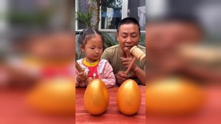 童年趣事:砸金蛋啦,里面会有什么呢?