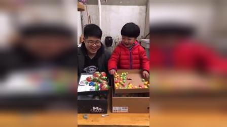 童年趣事:哥哥又来和弟弟一起做游戏啦