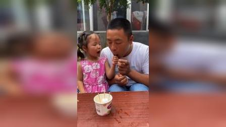 童年趣事:哼,爸爸把雪糕都吃完了