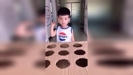 童年趣事:妈妈和宝宝玩打地鼠游戏了