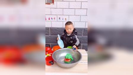 趣味童年:煮玩具汤呀!