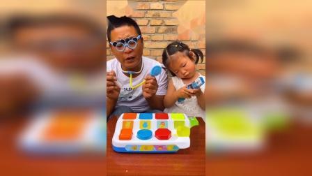 童年趣事:我和爸爸一起玩游戏?
