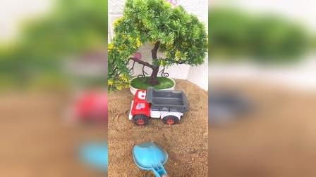 儿童益智玩具:给卡车挖沙子