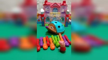 小猪佩奇发现乔治的玩具乱了,帮乔治拼好