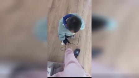 你也有这样帮妈妈穿过鞋子吗?