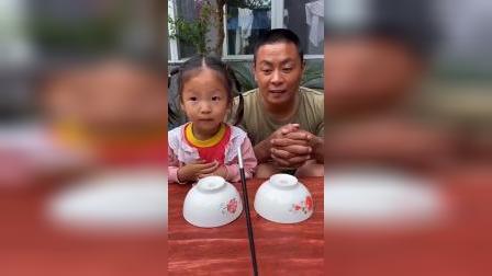 趣味童年:妈妈敲敲碗就能变出好多棒棒糖,好神奇啊!