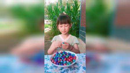 童年趣事:五颜六色的巧克力糖