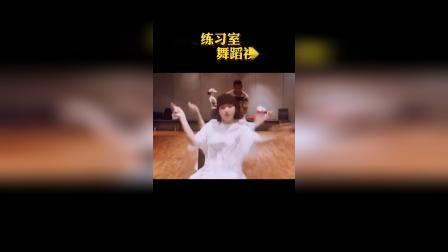 lisa最新练习室舞蹈视频 新舞蹈终于来了