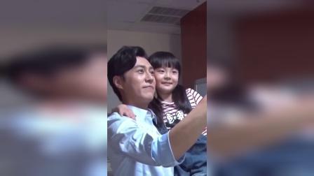 靳东拍戏,女儿突然探班,可把他乐坏了
