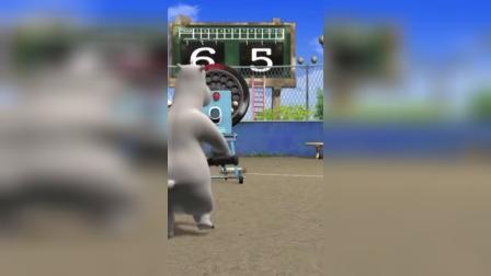 搞笑动漫:棒球机的速度太快了,倒霉熊一直被棒球击打