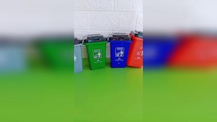 垃圾桶帮助我们分类垃圾保护环境,真是人类的好帮手