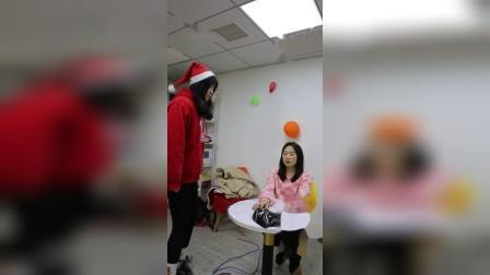 燕燕被黑衣人定住了,只能求助圣诞老人了!