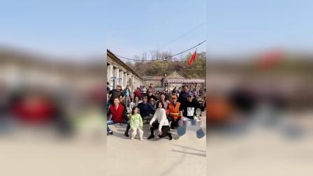 王丽坤带剧组全体跳爵士舞,看着就很壮观